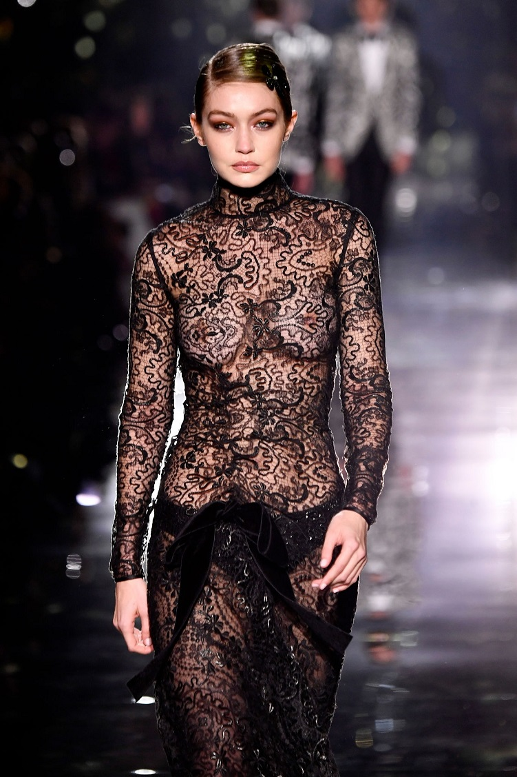 Gigi hadid walking for Tom Ford FW20