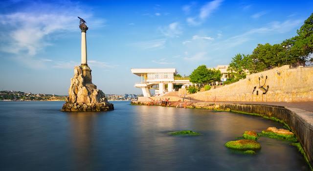 Памятник затопленным судам в Севастополе