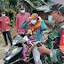 Diakhir Pelaksanaan TMMD Ke-111 Kodim 1207/Pontianak, Babinsa dan Pemerintah Desa Bagikan Masker Gratis