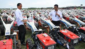 Video: Dipamerin Ribuan Traktor Oleh Jokowi, Petani Mengira Mau Dikasihkan, Nggak Taunya Dibawa Lagi