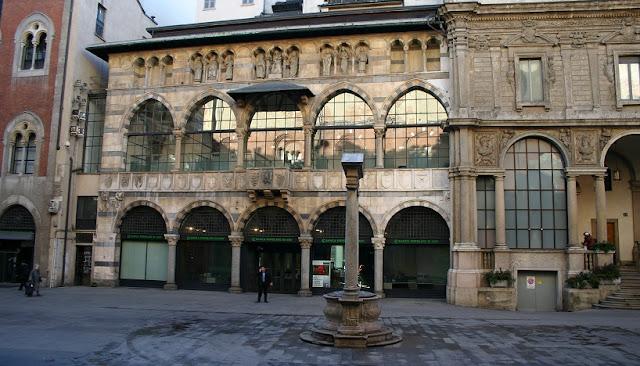 Informações sobre a Piazza Mercanti em Milão