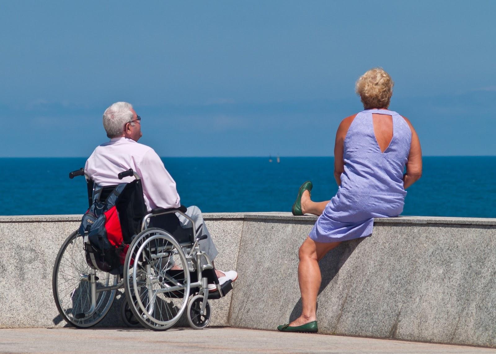 5a208471cf6b Sommaren är här och många åker till sommarstugan eller utomlands. För den  som är äldre och som behöver hjälp i vardagen kan det kännas lite bökigt.