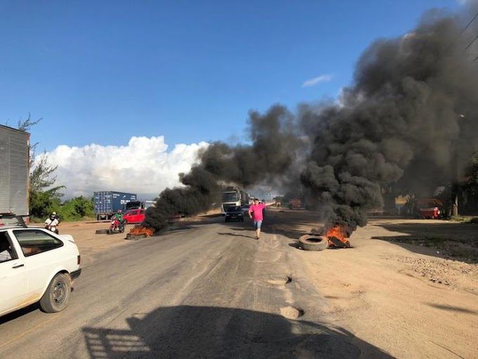 Caminhoneiros bloqueiam rodovia no Ceará em protesto contra aumento do diesel