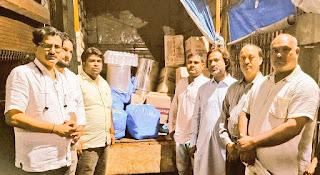 #JaunpurLive : बाढ़ पीड़ितों के लिए व्यापारियों ने भेजी राहत सामग्री