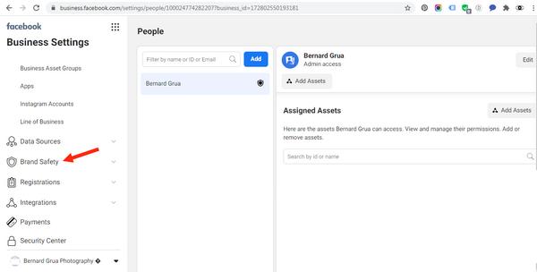 """Déclarez votre site web à votre page Facebook Business.  Allez sur Business setting  Sélectionnez """"Brand Safety"""""""