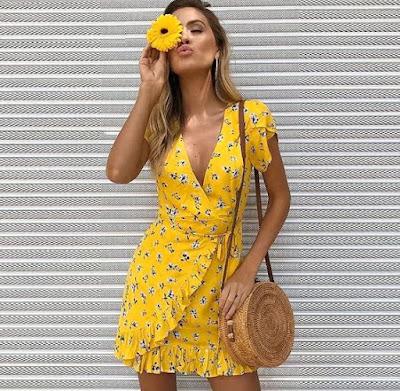 O wrap dress é aquele vestido conhecido como vestido envelope que bombou nos anos 70 e que assim como outras trends do passado estão de volta, ele não ficou de fora!