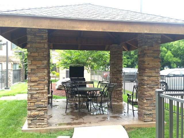 Table and Barbecue grill at Staybridge Suites in Bowling Green Ky-CarmaPoodale
