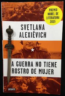 Portada del libro La guerra no tiene rostro de mujer, de Svetlana Alexiévich