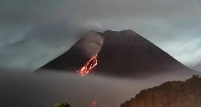 Gunung berapi paling aktif di Indonesia meletu, Abu Panas Menyembur 1.000 Meter ke Langit-langit