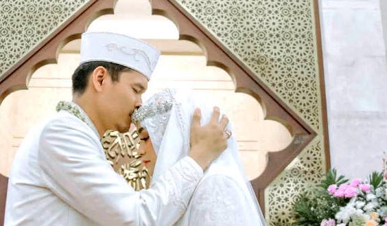 Teks Bacaan Doa Ketika Mempelai Pria dan Wanita Bertemu - Arab, Latin dan Artinya