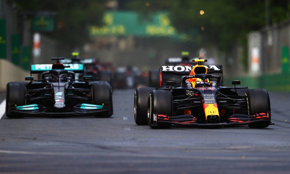 Perez forneceu o obstáculo perfeito no caminho de Hamilton após a primeira rodada de paradas em Baku