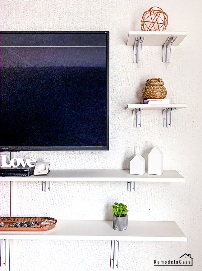 Tv On Wall In Small Bedroom : small, bedroom, Make-Up, Vanity, Remodelando
