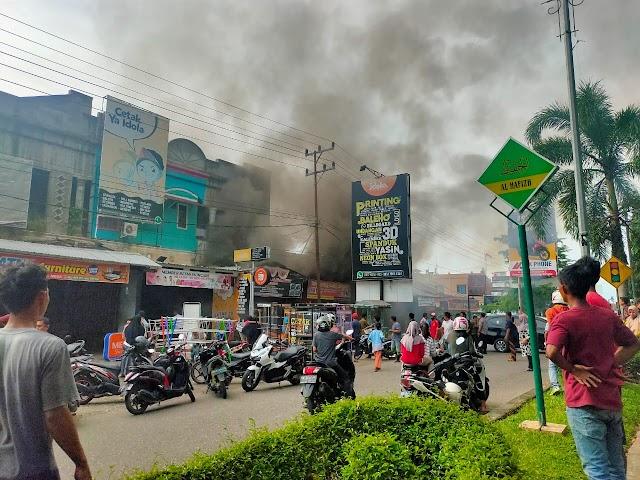 Ruko Depan Kantor Bupati Merangin Terbakar