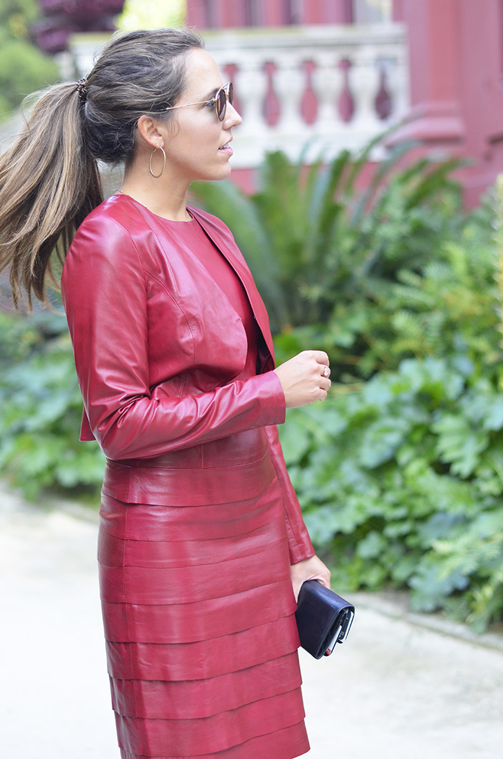 Streetstyle - Red leather blazer, Zara sandals, gucci clutch, rayban round sunglasses