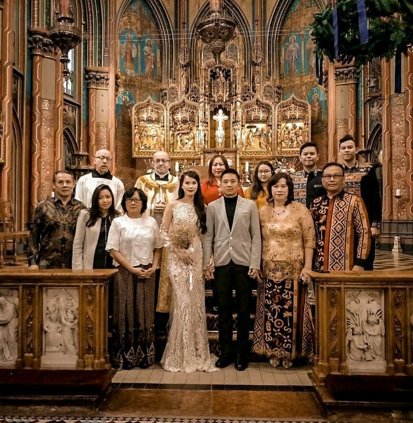 10 Momen Sakral Pasangan Artis Indonesia Saat Pemberkatan Nikah di Gereja