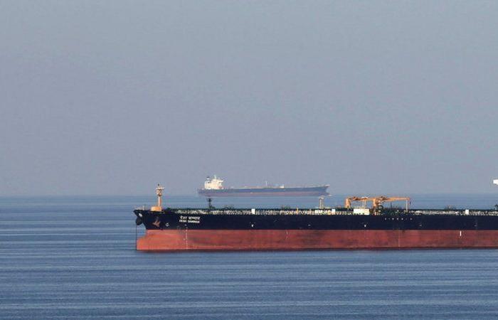 وسائل إعلام إيرانية: انفجار ناقلتي نفط في مياه بحر عمان
