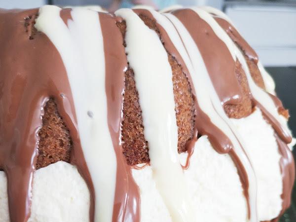Pääsiäisen ykkösherkku on rengasvuokaan leivottu Kinder-kakku