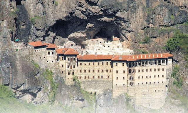Έλληνες που επισκέπτονταν την Παναγία Σουμελά παρακολουθούνταν από την ΜΙΤ