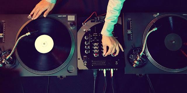 UK Album Charts to Include Audio Streams