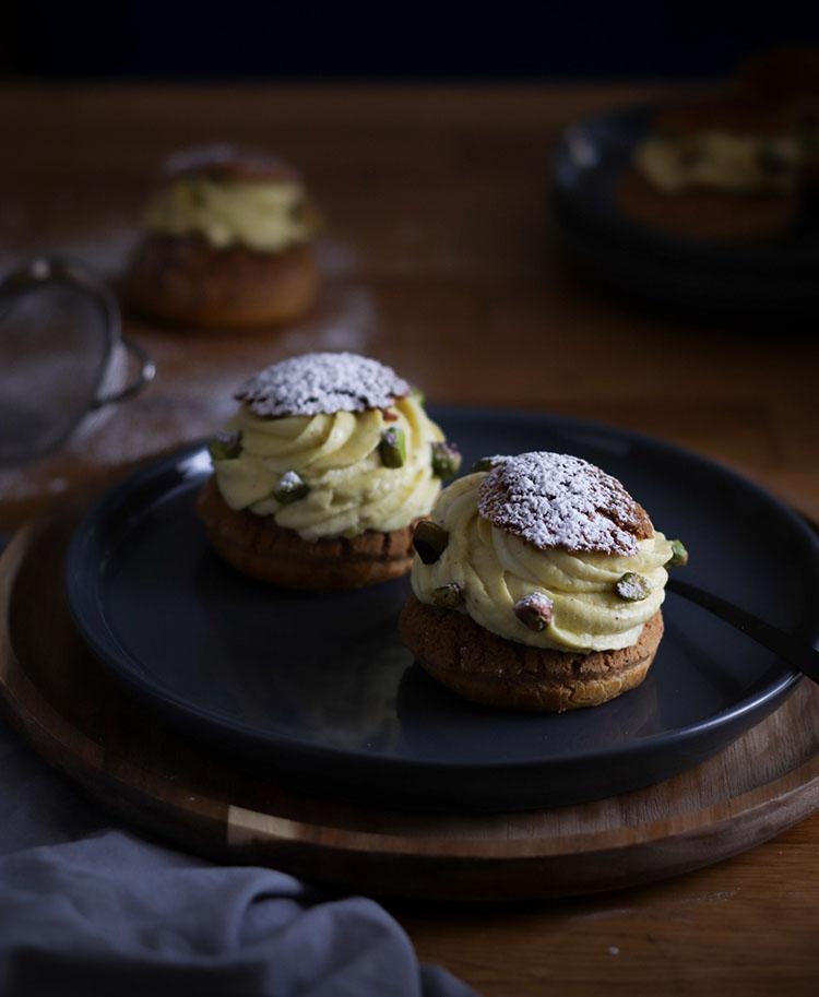 Choux à la crème pistache