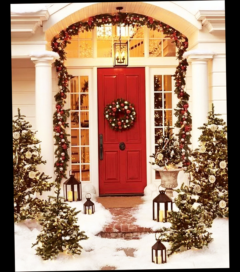 Beau Beautiful Winter Nuance Entrance Traditional Christmas Front Door  Decorations With Snow And Lovely Christmas Trees And