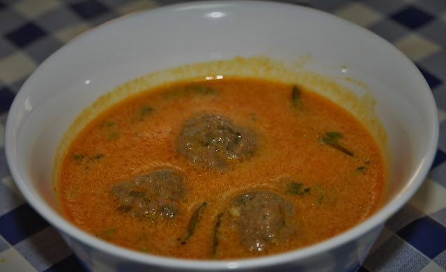 ball curry (meatball curry in tomato sauce)