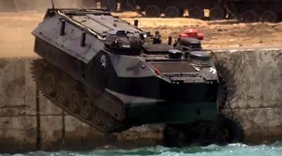 KEREN HABIS!!! Tank TNI Loncat dan Nyebur Ke Laut, Cek Videonya Disini