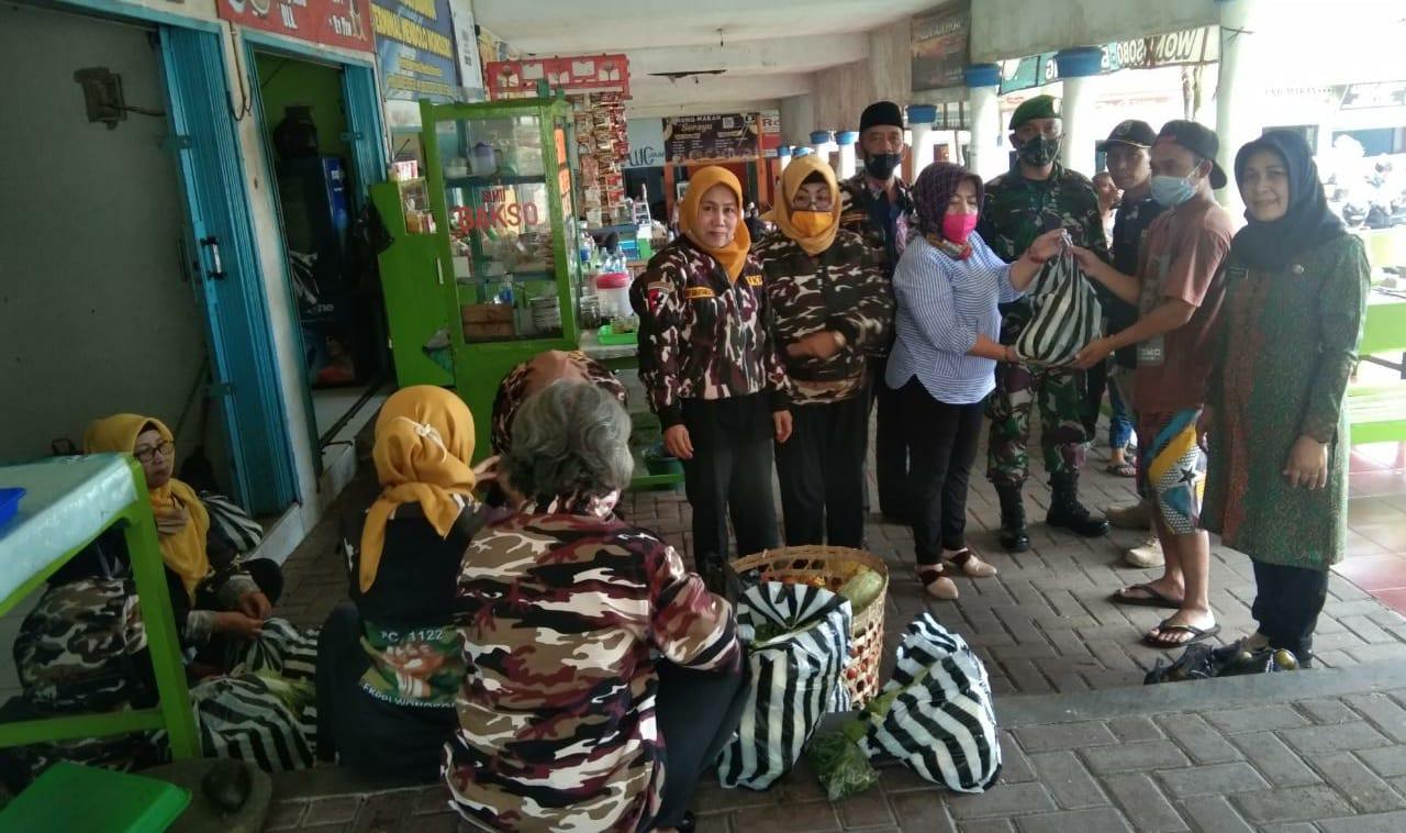 FKPPI Berbagi Sayur-Mayur Di Hari Jum'at