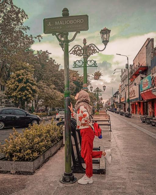 malioboro street is tourist destination in yogyakarta