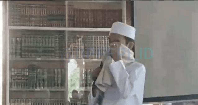 Tausiyah di Megamendung di Hadapan Habib Rizieq Shihab, UAS Meneteskan Air Mata
