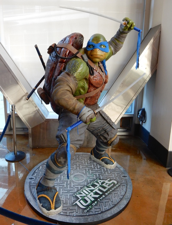 Leonardo Teenage Mutant Ninja Turtles Out of the Shadows statue