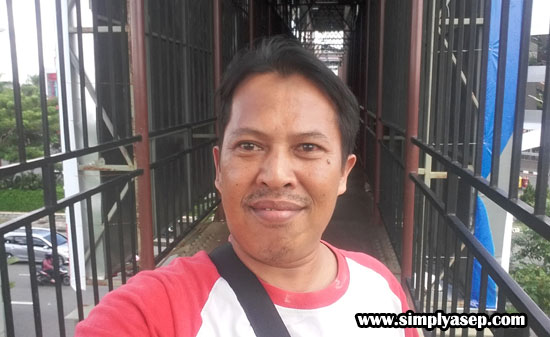 Its me when I took some pictures on the bridge.   Asep Haryono