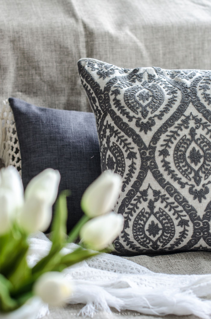 Shop for pillows and learn the basics of how to mix and match styles #pillows #pillowcombinations #decorate #decorating