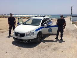 Αστυνομικοί ως... λουόμενοι για τους κλέφτες της ξαπλώστρας