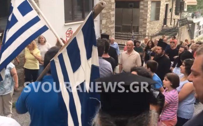 Βίντεο: Ντροπή σας Προδότες φώναξαν έξω από τα γραφεία των Συριζαίων στην Καστοριά