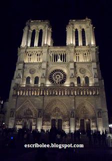 Viaje a París: Notre Dame iluminada por la noche