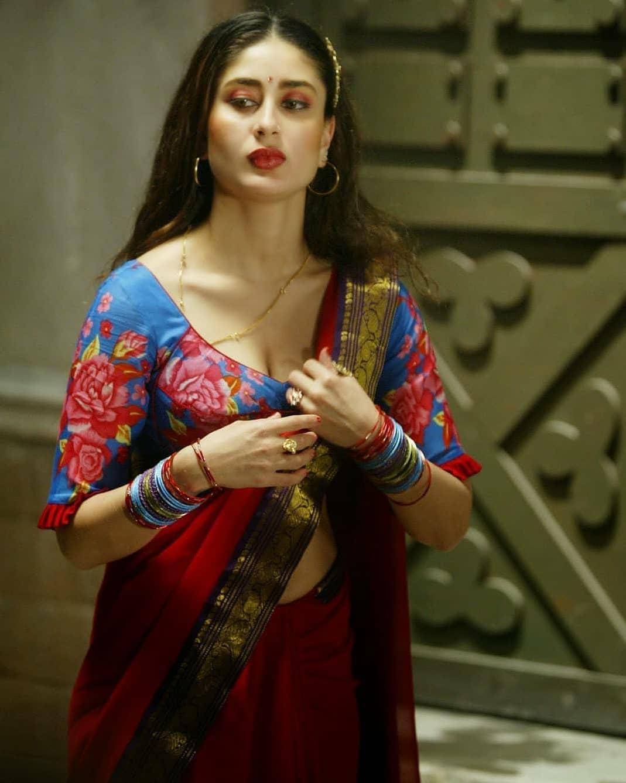 Kareena Kapoor in Beautiful Deep Saree Pic Gorgeous