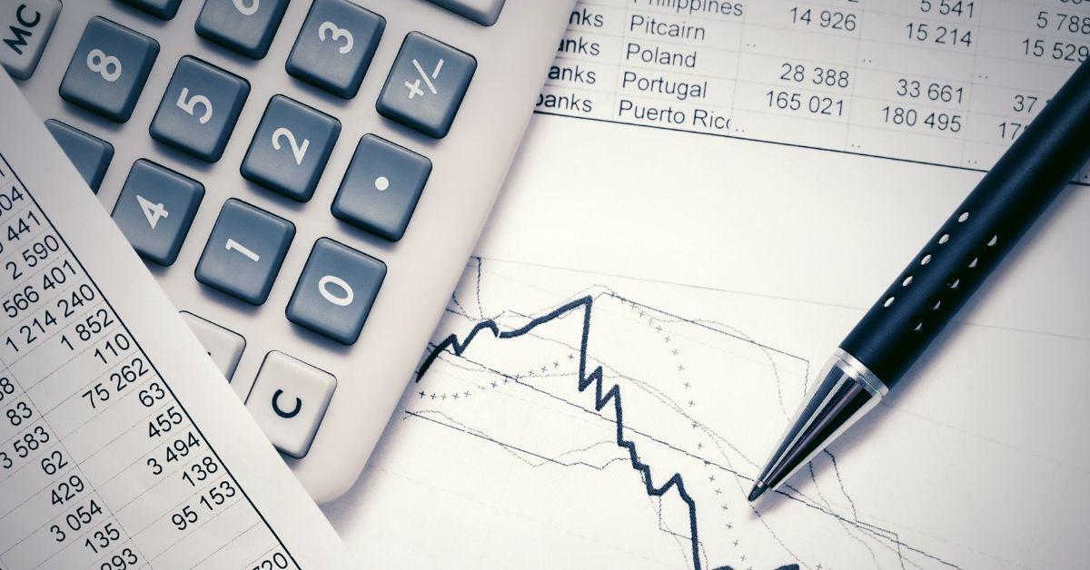 الفرق بين المحاسب العادي والمحاسب القانوني