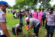Kapolda Maluku Tanam Pohon Langka Berharga Mahal di Polres MTB