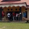 Datangi Kantor Desa, Sekelompok Warga Pertanyakan Surat Nikah Oknum Kades Tuo Sumay