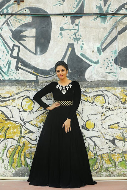 Anchor Sreemukhi black dress New images