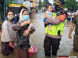 Kadiv Humas, Ribuan Personel TNI-Polri Dikerahkan Membantu Evakuasi Korban Banjir