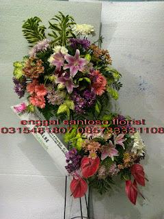 rangkaian karangan bunga standing flower susun