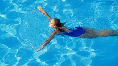 Bơi là cách giảm mỡ bắp tay hiệu quả