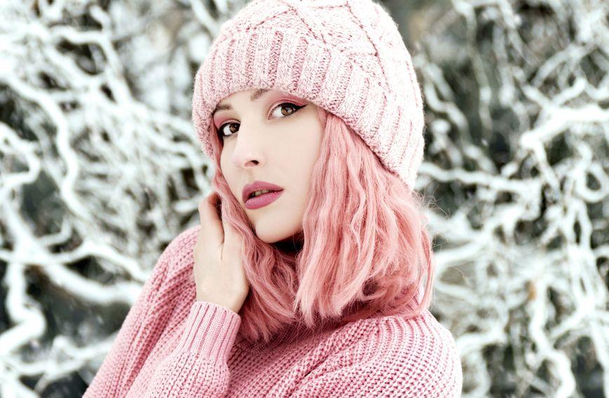 kosa-boja_za_kosu-trendovi-bojenje-ružičasta-smeđa-2021-ljepota