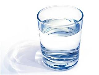 cara Menurunkan Asam Urat Dengan Cepat dan Alami dengan air putih