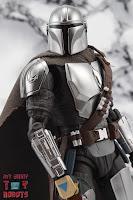 S.H. Figuarts The Mandalorian (Beskar Armor) 44