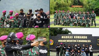 Diundang ke Markas TNI Brigade Infanteri 4 Marinir, UAS Diajak Latihan Menembak dan Naik Tank
