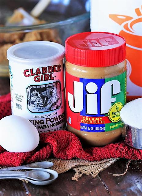 4-Ingredient Flourless Peanut Butter Cookies Ingredients Image