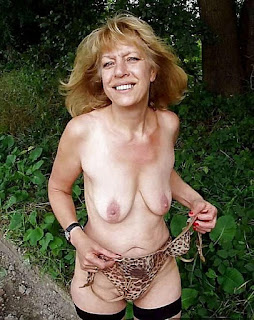 young girls - Mature Ladies Flashing or NIP 75